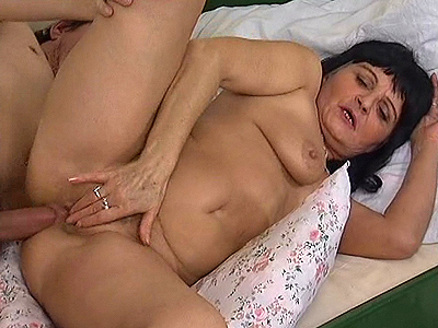 dark haired lady old mom screwed