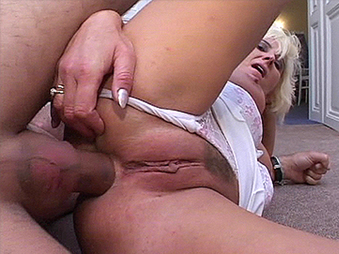 Leering granny in wild real amateur porn