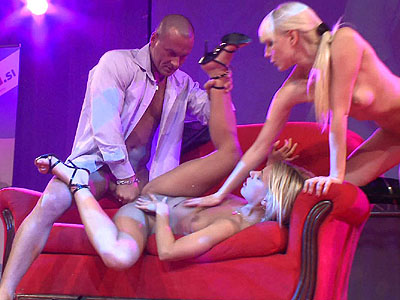 Hot-blondes-in-hot-threesome,-xxx-video